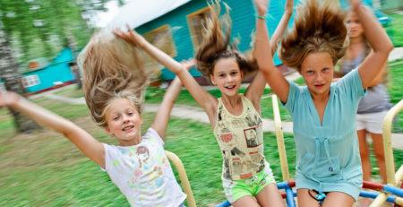 Нужны ли детям качели-карусели?